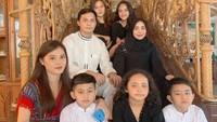 <p>Dewi Nurmania memiliki empat saudara sekandung, termasuk Si Bungsu Falhan Abssar, anak Muzdalifah dan mantan suaminya, Nassar. (Foto: Instagram @dewinurmania)</p>