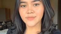 <p>Sosok Dewi kini tengah menarik perhatian, Bunda. Bagaimana tidak, dirinya sekilas terlihat mirip dengan putri Presiden Jokowi, Kahiyang Ayu. (Foto: Instagram @dewinurmania)</p>