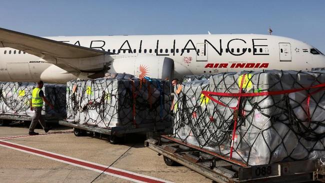 Sejumlah negara turut mengirim bantuan kepada India yang tengah kewalahan akibat lonjakan infeksi virus corona.