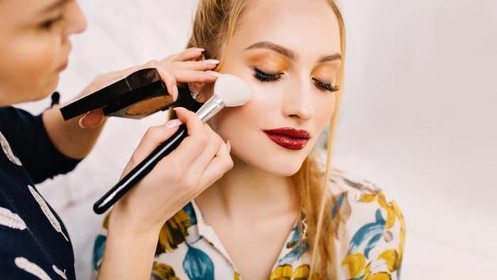 Tips Membersihkan Brush Makeup dan Rekomendasi Sabun Pembersihnya
