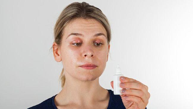 Selain benjolan merah, bintitan juga menimbulkan rasa nyeri dan gatal pada mata. Berikut beberapa cara alami mengobati mata bintitan.