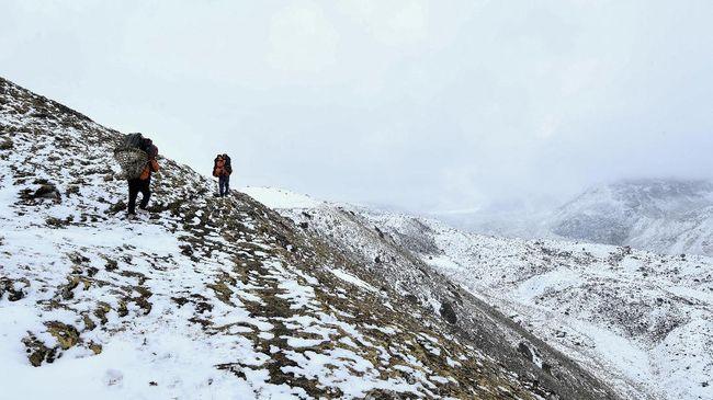 Salah satu penyelenggara ekspedisi di Nepal mengumumkan kematian dua pendaki asal Amerika Serikat dan Swiss di Gunung Everest pada Kamis (13/5).