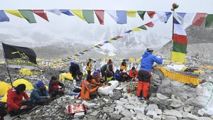 FOTO: Teror Corona di Pendakian Everest