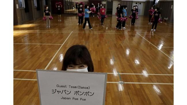 Meski sudah berusia 60- 89 tahun, Japan Pom Pom bukan regu biasa. Tapi jangan berani-berani menyebut mereka nenek cheerleader.
