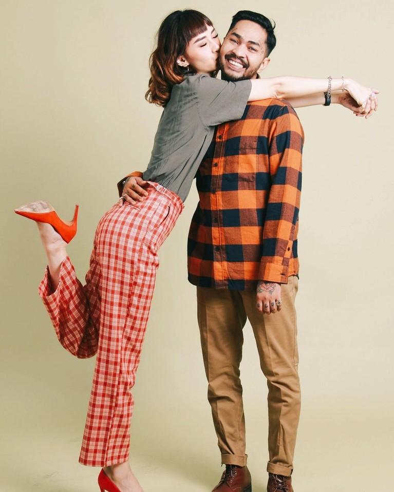 Onadia Leonardo dan Beby Prisillia merupakan pasangan suami istri yang beda agama. Yuk kita tengok keharmonisannya!