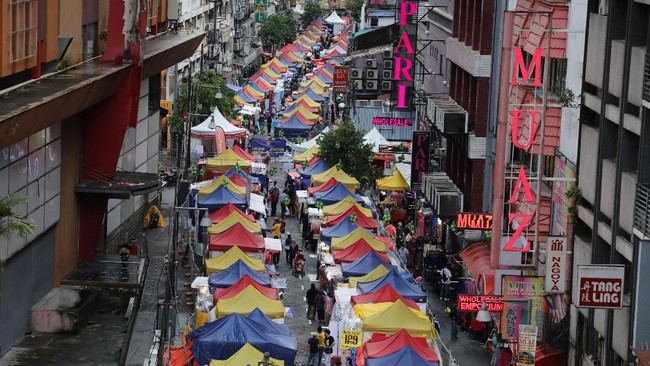 Salah satu pasar Ramadan tertua di Malaysia kembali digelar. Pasar yang digelar di Kampung Baru itu memiliki kedekatan tersendiri dengan masyarakat sekitar.