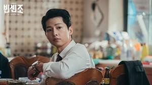 Song Joong-ki Cs Lanjutkan Syuting Film 'Bogota' di Korea