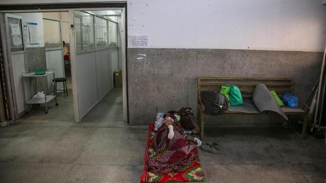 Nepal mengalami lonjakan kasus Covid-19 akibat penyebaran virus jenis mutasi dari India.