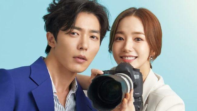 Her Private Life dibintangi oleh Park Min-young, Kim Jae-wook dan rapper One. Berikut sinopsis drama Korea Her Private Life.