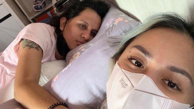 Netizen di jagat Twitter berduka untuk pesohor suami Joanna Alexandra, Raditya Oloan, yang meninggal usai terpapar Covid-19.