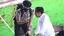 Jokowi Kerahkan TNI-Polri Kejar Target Sehari Sejuta Vaksin