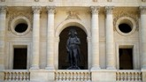 Prancis memperingati dua abad kematian Napoleon Bonaparte pada Rabu (5/5), salah satunya dengan cara menggelar lelang memorabilia sang pemimpin.