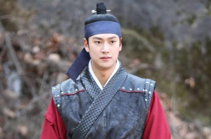 Na Inwoo tampil gagah dalam drama Mr. Queen dan River When The Moon Rises / foto: instagram.com/10042n00