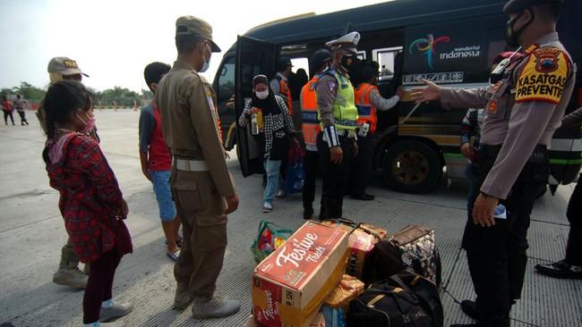 Polisi Tangkap 14 Travel Gelap Angkut Pemudik di Bekasi