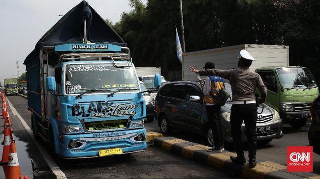 Lebih dari 43 ribu kendaraan di Jatim diminta putar balik saat larangan mudik. Sementara 21 positif covid dari hasil tes acak.