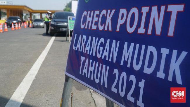 Mobil yang nekat mudik masuk Bandung akan ditandai stiker Operasi Ketupat Lodaya dan diminta putar balik. Ada 8 titik penyekatan larangan mudik di Bandung.