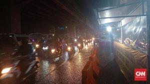 500 Pemudik Bermotor Terobos Sekat Polisi di Karawang Jabar