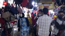 VIDEO: Pasar Grosir Kapasan Ramai Diserbu Pembeli