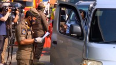 VIDEO: Ada Pos Penyekatan, Gerbang Tol Cikarang Barat Macet