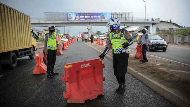 Kepala Satlantas Polresta Bandung Kompol Erik Prakasa mengatakan sebanyak 156 kendaraan dipaksa putar balik di gerbang tol Cileunyi, Bandung.