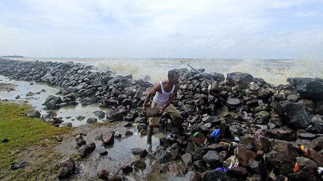 BMKG menerbitkan prakiraan gelombang laut di perairan utara dan selatan Jawa Barat selama sepekan hingga 29 September dengan tinggi maksimal 4,0 meter.