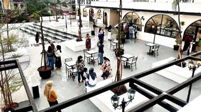 Bukan di Senopati atau Kemang, restoran dengan konsep rooftop ini berada di Margonda, Depok.