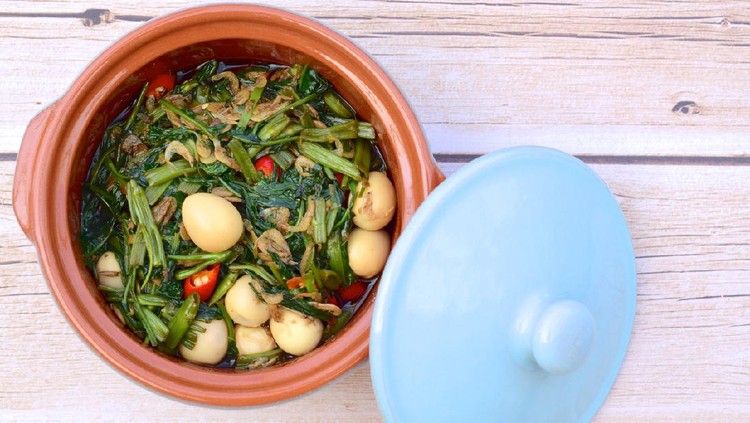 Spicy stir fried water spinach with quail eggs