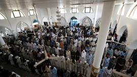 Gelombang Tiga Covid-19 Landa Pakistan, Masjid Tetap Padat