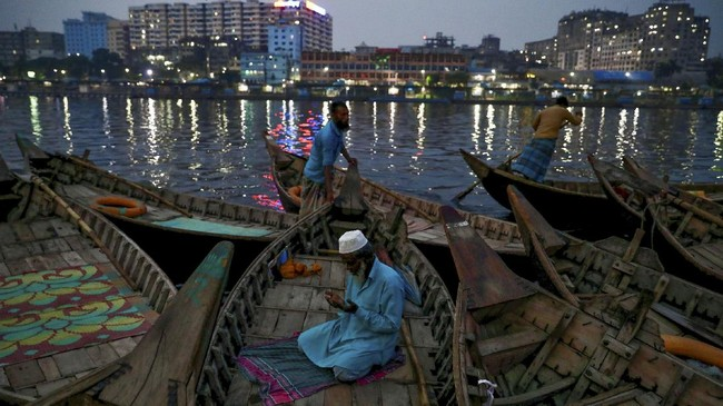Foto-foto pilihan redaksi CNNIndonesia.com di pelbagai penjuru dunia, dari India hingga Amerika Serikat.