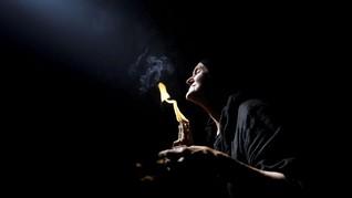 NYALANG: Meramu Doa di Api Suci