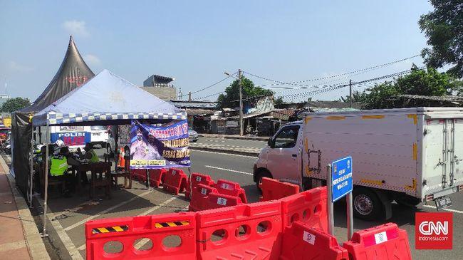 Polisi menyatakan pemudik yang terjaring dengan modus menumpang truk ekspedisi merupakan karyawan perusahaan otomotif dan tak membayar ongkos.
