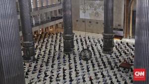 FOTO: Memburu Pahala di Masjid Jelang Akhir Ramadan