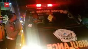 VIDEO: Petugas Hentikan Ambulans Angkut Pemudik