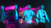 FOTO: Sosok Hologram di Video Musik Coldplay, Higher Power
