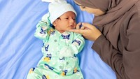 <p>Nadya Mustika dan Rizki DA tengah berbahagia menikmati perannya sebagai orang tua baru. Mereka menyambut kelahiran putra pertamanya, Baihaqqi Syaki Ramadhan pada 13 April lalu. (Foto: Instagram @nadyamustikarahayu)</p>
