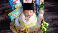 <p>Belum usia sebulan, Syaki sudah menjalani sesi foto nih, Bunda. Menggemaskan banget ya? (Foto: Instagram @nadyamustikarahayu)</p>