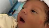 <p>Terlepas dari kabar kesehatannya, wajah Syaki sejak lahir sudah mencuri perhatian netizen. Wajah ganteng Syaki rupanya menuai banyak pujian. (Foto: Instagram @baihaqqi_syaki_ramadhan)</p>