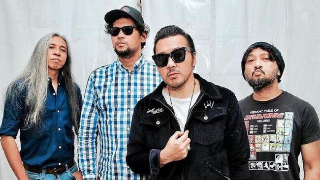 Vokalis Naif, David Bayu, mengakui bahwa kondisi band tersebut
