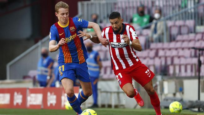 Barcelona dan Atletico Madrid harus puas bermain imbang dalam laga Liga Spanyol di Camp Nou, Sabtu (8/5).