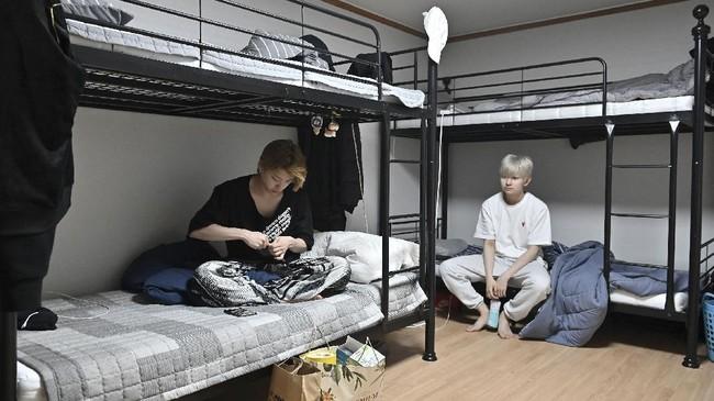 Ribuan remaja di Korea Selatan berebut tempat di hati para penggemar grup K-Pop. Untuk mencapai kesuksesan, banyak hal yang harus dilalui.