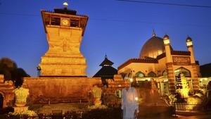 FOTO: Jejak Akulturasi Budaya di Masjid Menara Kudus