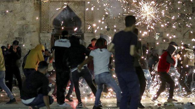 Sebuah video menjadi viral lantaran disangka warga Yahudi sengaja menari ketika melihat Masjid Al-Aqsa terbakar.