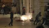 Polisi Israel bentrok dengan puluhan ribu warga Palestina yang menggelar aksi terkait penggusuran sejumlah rumah di Yerusalem Timur.