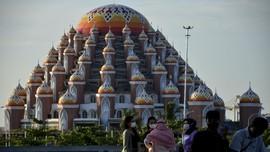 Menanti Rampungnya Masjid 99 Kubah di Tepi Losari