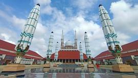 Payung Madinah & Tiang Colosseum di Masjid Agung Jawa Tengah