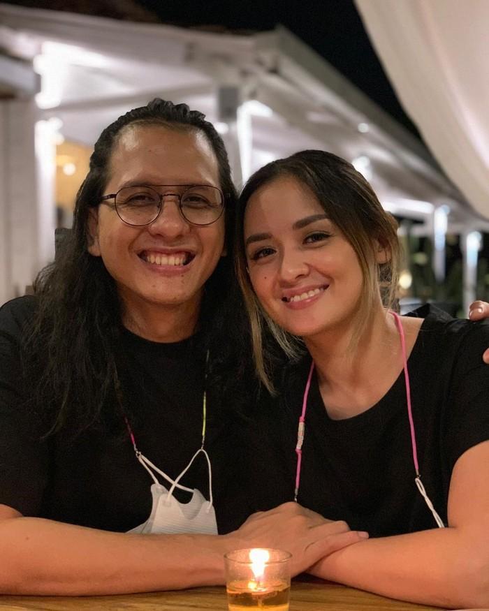 Mereka dikenal sebagai pasangan yang harmonis, kehidupan rumah tangganya hampir tidak diterpa isu miring. (foto: instagram.com/joannaalexandra)