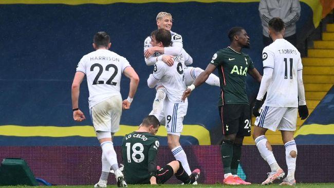 Tottenham Hotspur kalah 1-3 dari Leeds United dalam pekan ke-35 Liga Inggris di Stadion Elland Road, Sabtu (8/5).