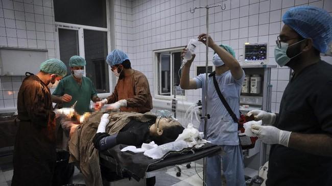 Sebanyak 58 orang meninggal akibat ledakan bom mobil di luar sekolah Sayed ul Shuhada di Ibu Kota Kabul, Afghanistan.