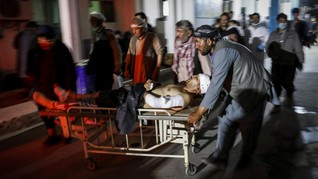 FOTO: Afghanistan Berduka usai Bom Renggut Puluhan Nyawa