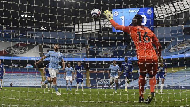Manchester City belum bisa memastikan gelar Liga Inggris setelah penalti panenka Sergio Aguero gagal menjadi gol di laga lawan Chelsea.